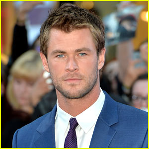 chris-hemsworth-joins-ghostbusters-as-receptionist